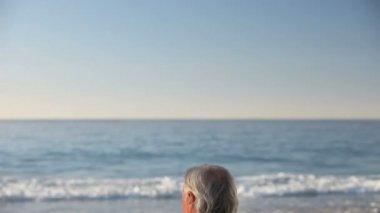 Senior man looking at the horizon — Stock Video
