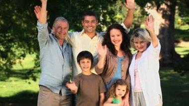 Family waving at the camera — Stock Video