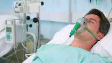 Unconscious patients with oxygen masks — Stock Video