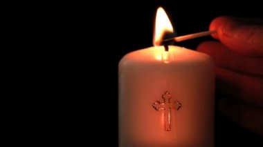 Candle with cross embellishment — Stock Video