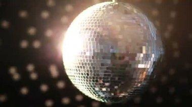 Parlak bir disko topu dönüm — Stok video