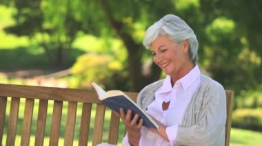 Mature woman reading a book — Stock Video