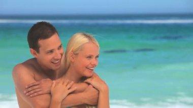 Loving couple hugging on a beach — Stock Video