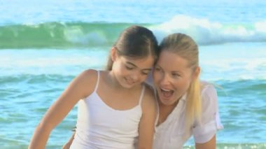 Mother and daughter on a beach — Stock Video