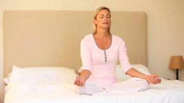 Blond hair woman doing yoga — Stock Video