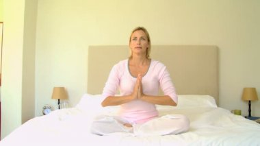 Blonde haired woman doing yoga — Stock Video