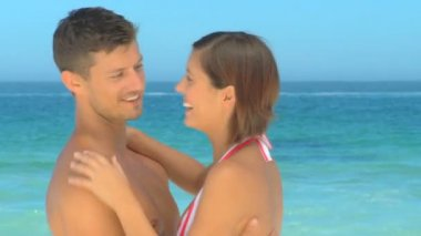 Handsome couple hugging on a beach — Stock Video