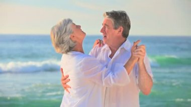 Mature couple dancing on a beach — Stock Video