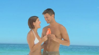 Attractive couple eating water ices — Stock Video
