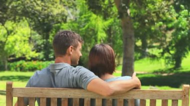 Young couple on a bench — Stock Video