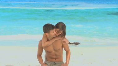 Woman on a beach running to hug her boyfriend — 图库视频影像