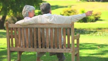 Mature couple talking outside — Stock Video