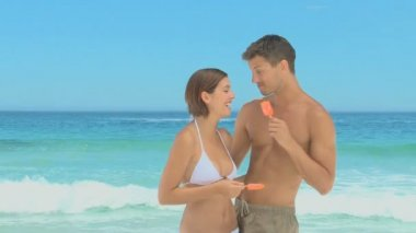 Cute couple enjoying their water ices together — Stok video