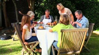 Family meal in garden — Stock Video