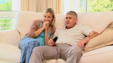 Couple on sofa delighted with programme on TV — Stock Video