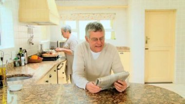 Man reading a newspaper — Stock Video