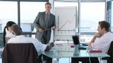 CEO in a business meeting explaining with a blackboard — Vídeo de Stock