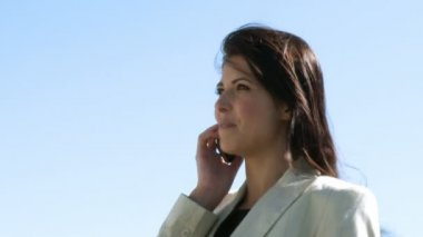 Businesswoman talking on a cellular Phone — Stock Video