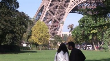 Two People looking at Eiffel Tower — Stock Video