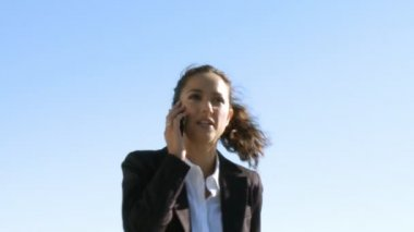 Businesswoman with a mobile — Vídeo Stock