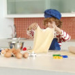Son baking in the Kitchen — Vidéo