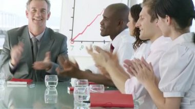 Business team clapping in a presentation — Stock Video