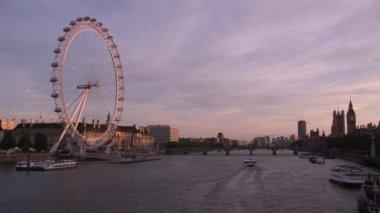 泰晤士河畔的视图 — 图库视频影像