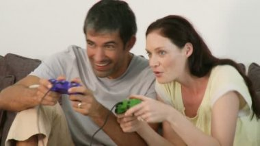 Happy couple playing a video game — Stock Video