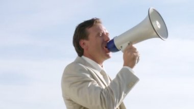 Wealthy businessman speaking via electronic megaphone — Stock Video