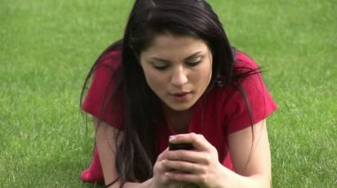 Stock Video - Outdoor texting — Stock Video