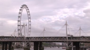 London City and Thames River — Stock video
