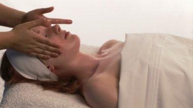 A woman Receiving a Facial Massage — Stock Video