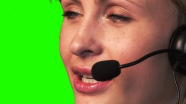 Imagens de tela verde de uma mulher de negócios amigável — Vídeo Stock