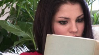 Stock Footage of a Woman reading a Book — Vídeo Stock