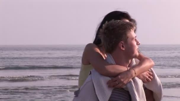 Couple sur la plage — Vidéo