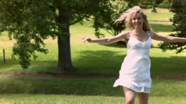 Blonde woman dancing in slow motion — Stock Video