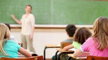 Teacher talking to the children — Stock Video