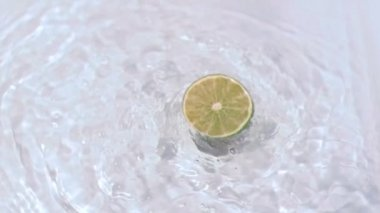 Lemon turning in water in super slow motion — Stock Video