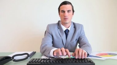 Man typing on his computer — Vídeo Stock