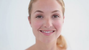 Smiling woman using a lip brush — Stock Video