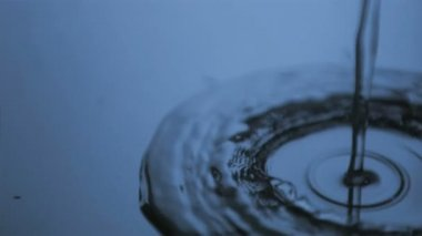 Trickle of water in super slow motion making ripples — Stock Video