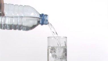 Ancora acqua che scorre in super slow motion in un bicchiere — Video Stock