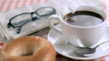 Azúcar hace que las salpicaduras en super cámara lenta — Vídeo de Stock