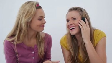 Two friends laughing after a phone call — Stock Video