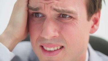 Biznesmen pokazano jego frustracja — Wideo stockowe