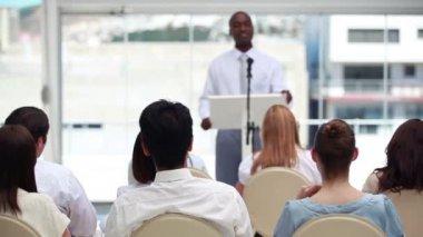 Confident businessman giving a speech — Stock Video