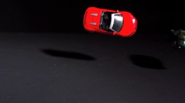 Red toy car crashing into another — Stock Video