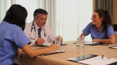 Video of meeting doctor with nurses — Stock Video