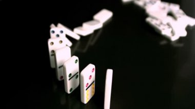 Line of dominoes collapsing — Stock Video