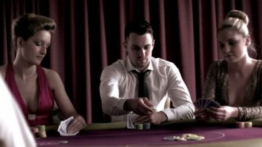 Man playing poker with two girls — Stock Video